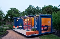 Poteet-Architects-Container-Guest-house-537x357